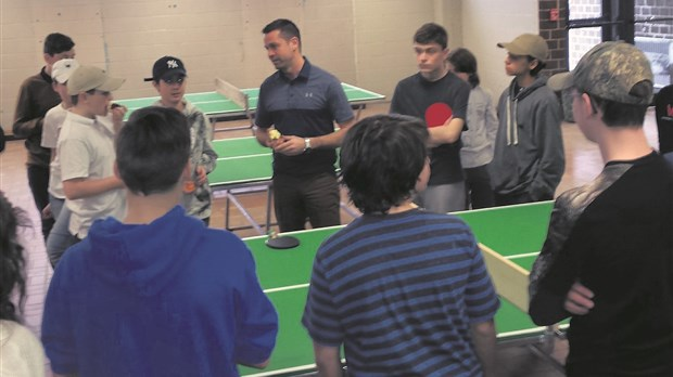 Le Tournoi de golf du Tournesol soutient les amateurs de ping-pong